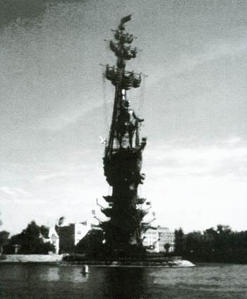 Западная стрелка острова, образовавшаяся между Москва-рекой и водоотводным каналом