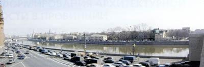 Кремлевская набережная в полдень
