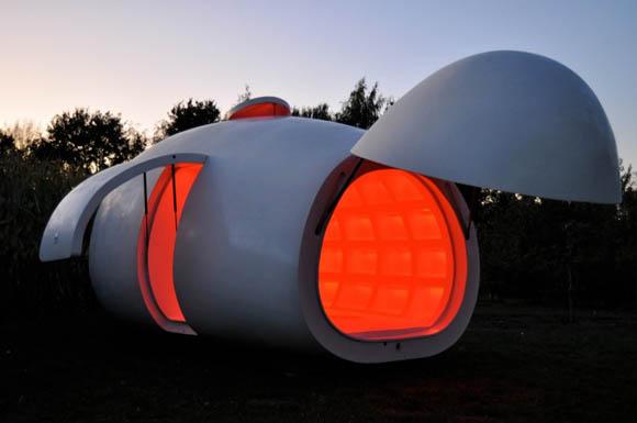 """Используемый материал - полиэстер, размеры походят для большого автоприцепа, и """"капля"""" может быть перемещена в любое место, которое тебе нравится."""