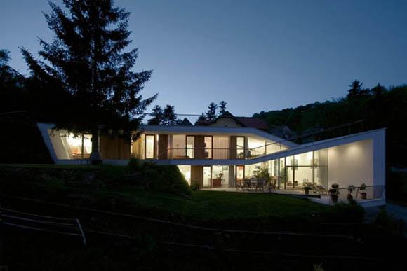 <br>Задача<br><br>Клиент заказывает жилое здание, которое должно отвечать всем требованиям современной архитектуры и в то же время сочетаться с сельской средой. Дизайн интерьера  должен быть представлен открытым жилым пространством, для которого необходима светлая и солнечная атмосфера.<br><br>