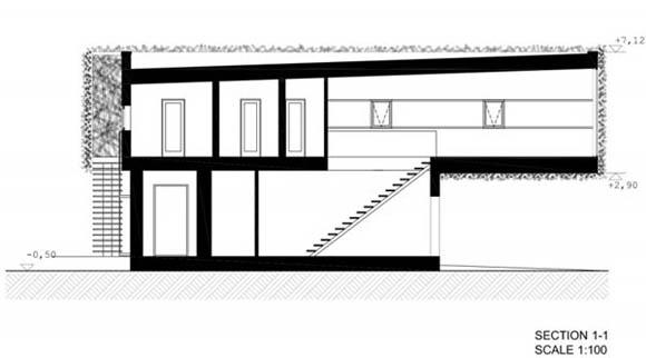 """<br>Постепенно добавляйте дополнительные комнаты к одноэтажному частному дому - такова концепция данного проекта. Проект разработан в 1998-м и реализазован в 1999-м году. В первой фазе дом был простой деревянной """"спичечной коробкой"""", которая должна была удовлетворить скромные потребности молодой семьи с детьми, одной из которых была жизнеспособность здания.<br><br>"""