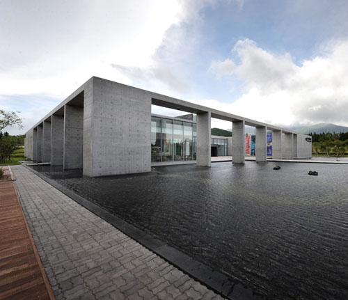 Провинциальный Художественный Музей на воде в Южной Корее
