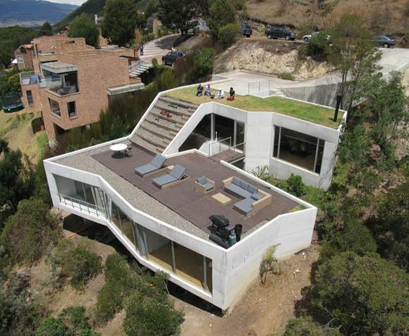 Архитекторы: Plan B Arquitectos (Felipe Mesa) + Giancarlo Mazzanti.<br> Месторасположение: Сабана де Богота, Колумбия.<br> Проект: 2006-2007 гг.<br> Строительство: 2008-2009.<br> Фотографии: Rodrigo Davila.<br>