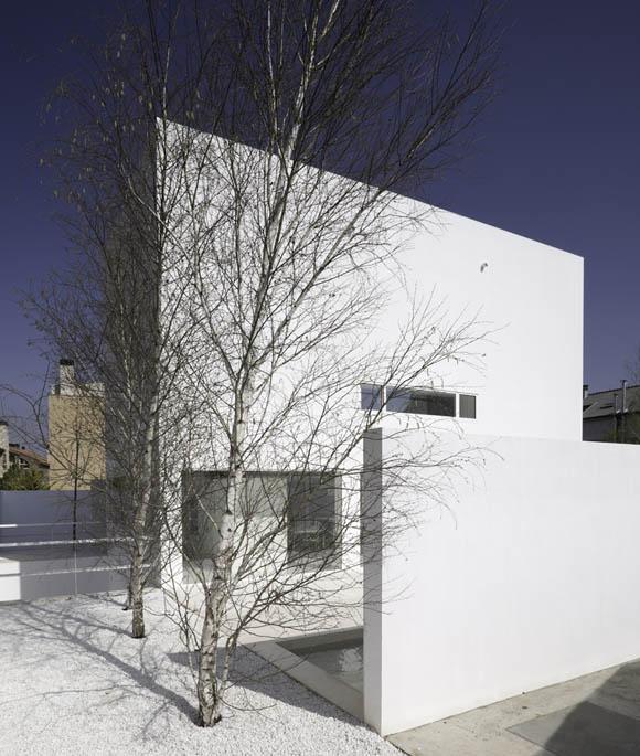 Для жизни - сад с южным солнечным светом. Жилое пространство с садом, с прозрачными стенами, которые объединяют внутреннее и наружнее.