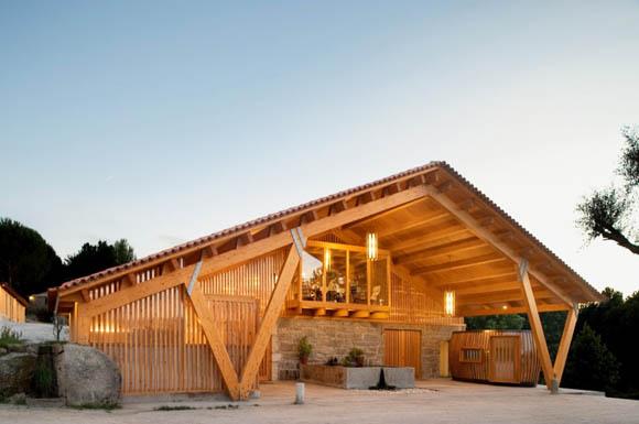 Архитекторы: Castanheira & Bastai Arquitectos Associados<br> Месторасположение: Португалия, Louro, Vila Nova de Famalicão<br> Проект: 2008-2009 гг.<br> Фотографии: FG+SG – Fernando Guerra, Sergio Guerra<br>