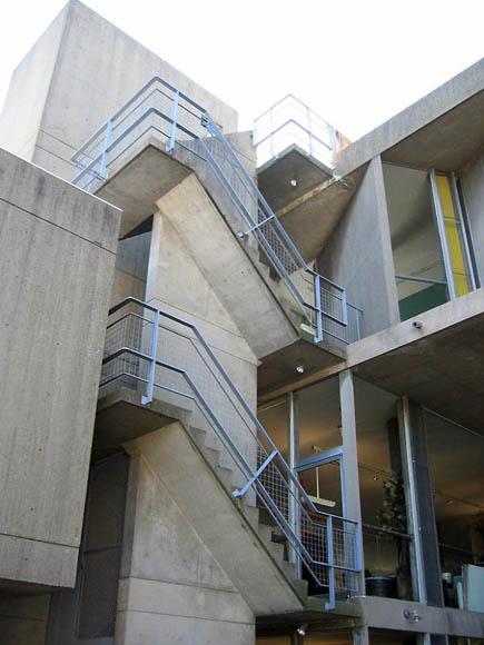 Оnкрытая лестница в Центре изобразительных искусств