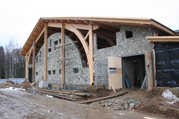 Возведены стены манежа Эквиторус из пеноблоков, скоро будут устанавливать окна