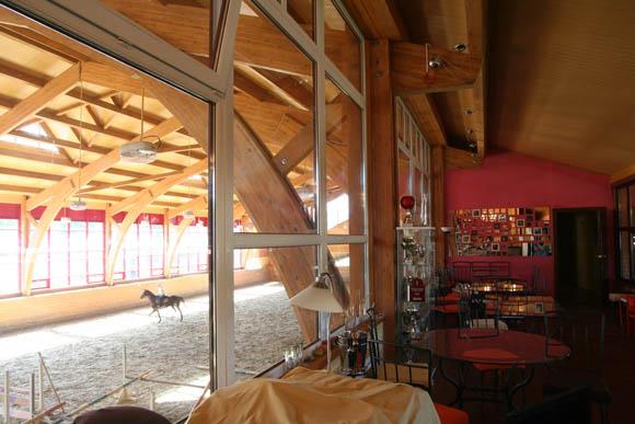 В манеже есть кафе, в котором вы можете приятно провести время